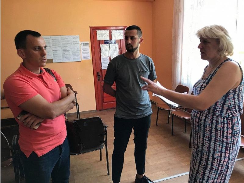 У Кропивницькому три дільниці перенесли на перший поверх для зручності людей з інвалідністю - 2 - Вибори - Без Купюр