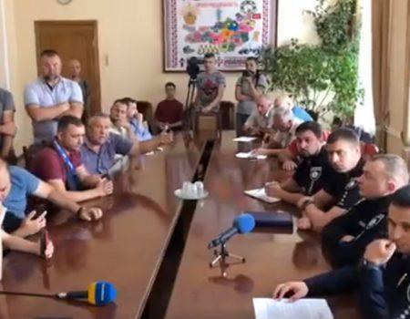 Патрульні оштрафували 40 посадовців через ями на дорогах Кіровоградщини. ФОТО