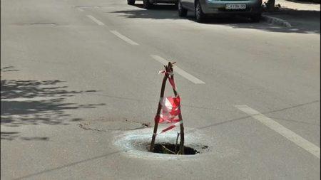 У центрі Кропивницького засипали провалля, яке утворилось на дорозі