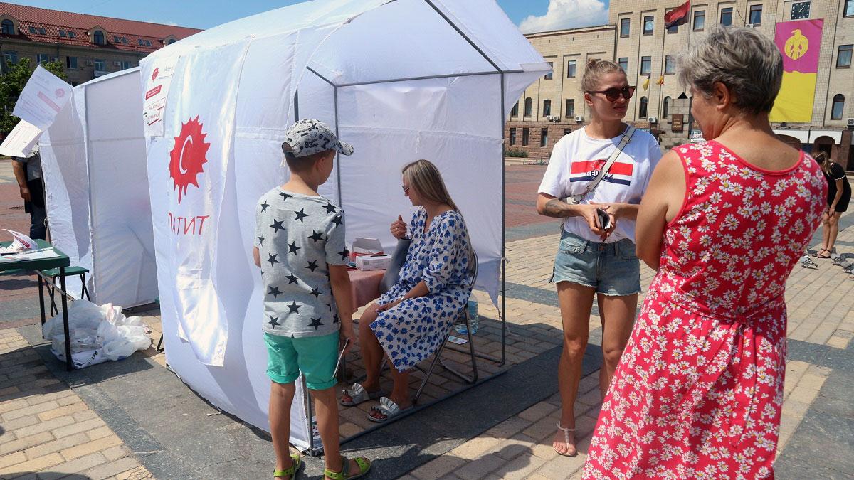 На центральній площі Кропивницького містян тестували на гепатит C. ФОТО - 2 - Здоров'я - Без Купюр