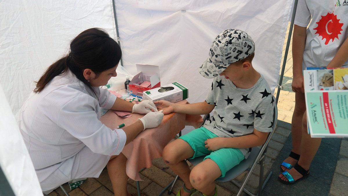 На центральній площі Кропивницького містян тестували на гепатит C. ФОТО - 3 - Здоров'я - Без Купюр