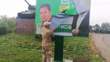 Кандидат по 100-ому округу Ігор Мурдій заклеїв борди Євгенія Лучкова своїми?