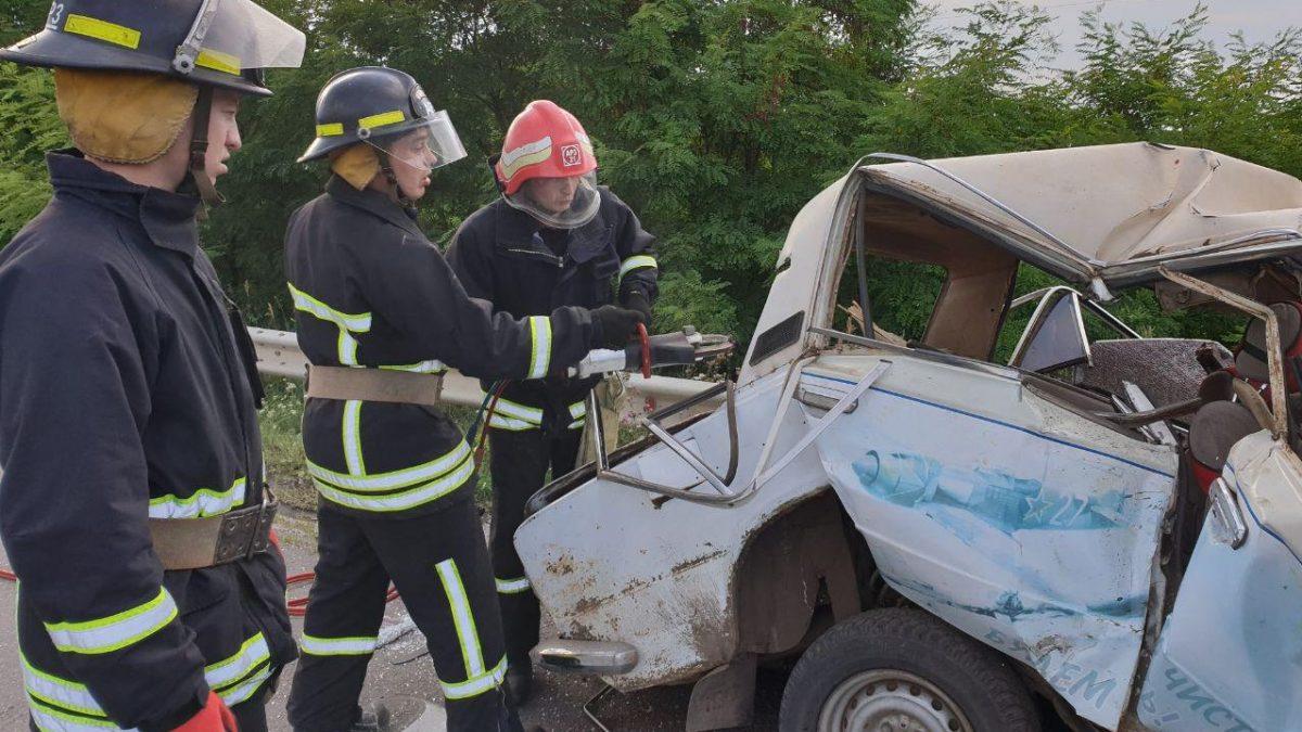 На Кіровоградщині зіткнулися легковий автомобіль та автобус - 1 - За кермом - Без Купюр