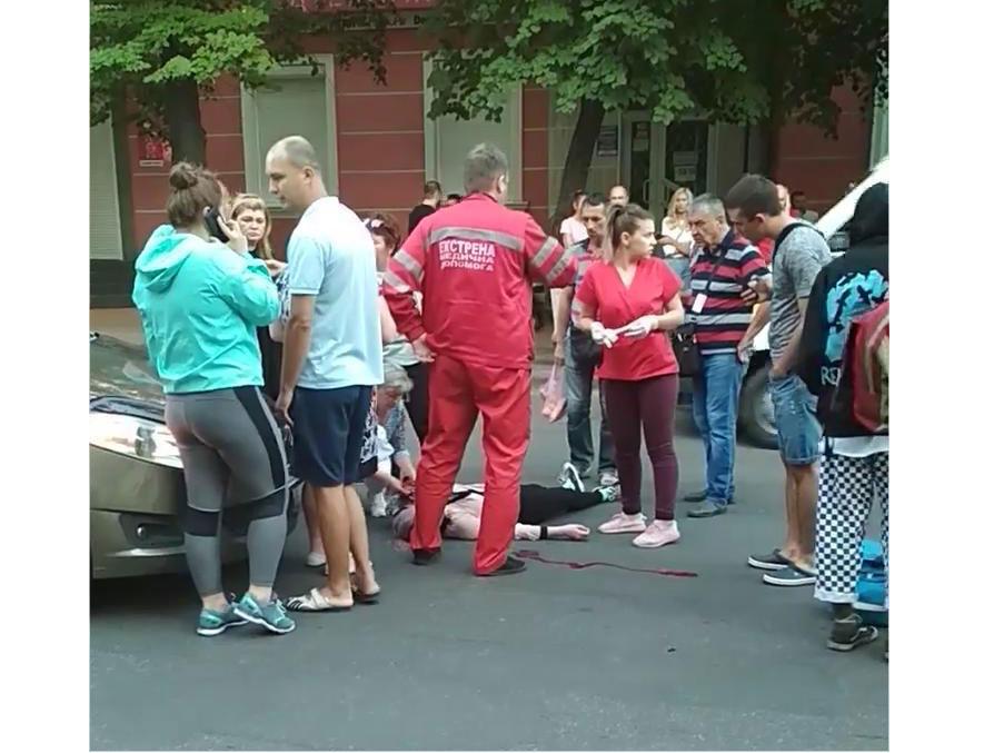Без Купюр У Кропивницькому дівчина переходила дорогу в невстановленому місці й потрапила під авто. ВІДЕО За кермом  Кропивницький ДТП авто