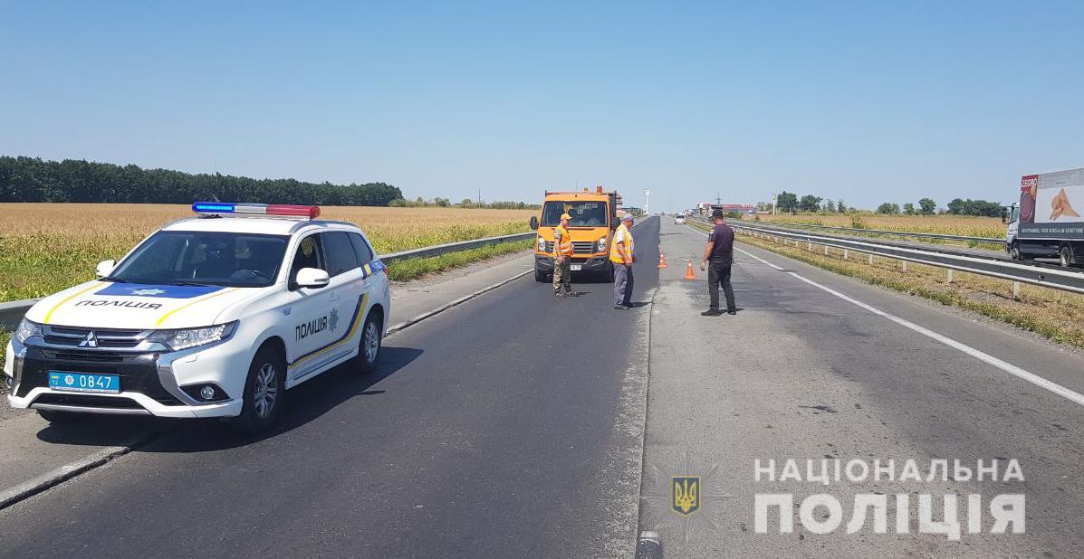 На Кіровоградщині працівники поліції обстежують дороги на недоліки, що впливають на аварійність. ФОТО - 1 - За кермом - Без Купюр