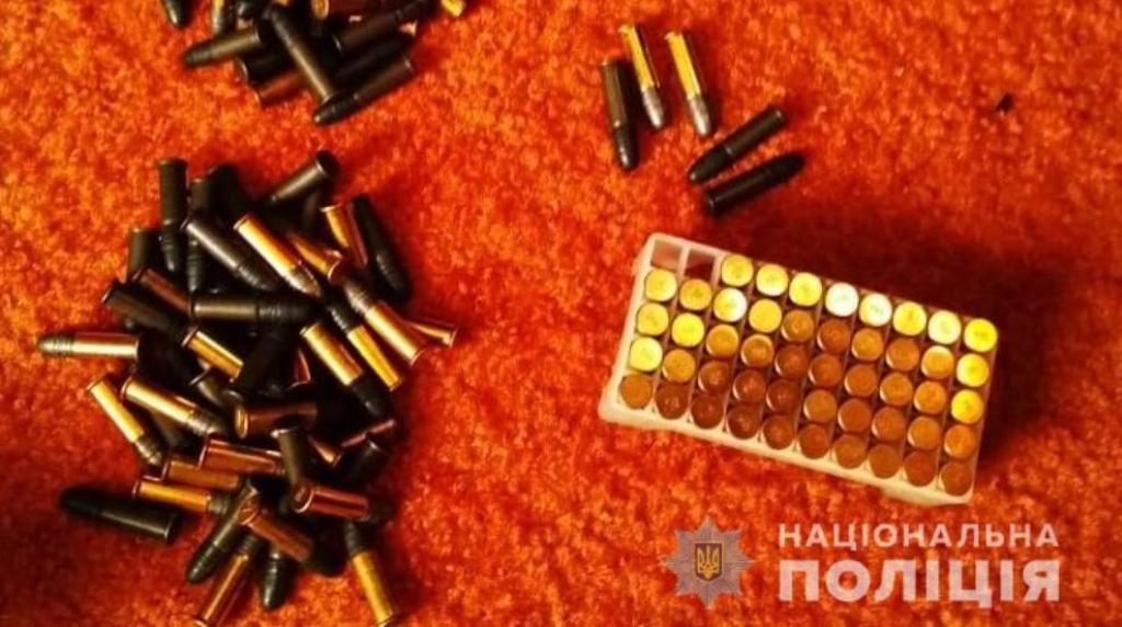 Без Купюр У жителів Кіровоградщини вдома знайшли зброю та наркотики Кримінал  обшук наркотики вилучили зброю