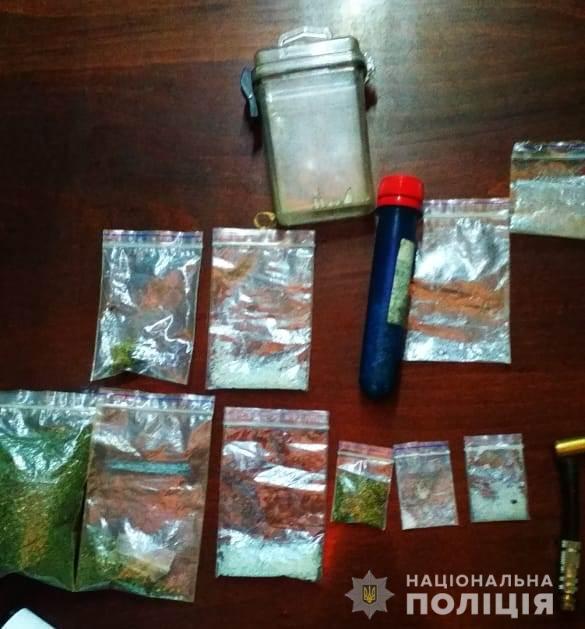 У жителів Кіровоградщини вдома знайшли зброю та наркотики - 4 - Кримінал - Без Купюр