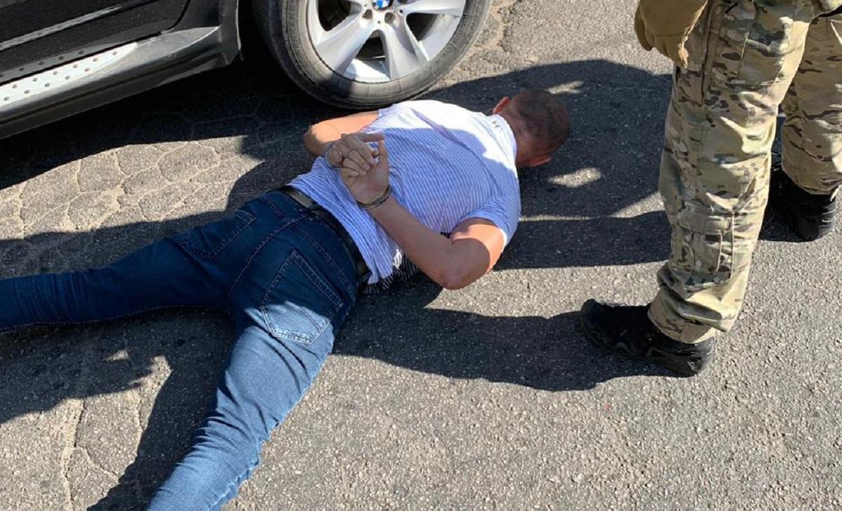 ДБР затримало працівника СБУ, який переховувався через тогорічне побиття чиновника РДА. ФОТО - 1 - Кримінал - Без Купюр