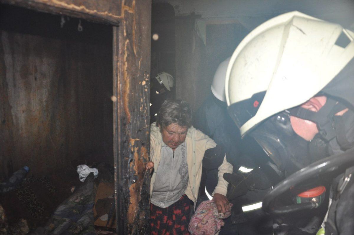 Без Купюр У Кропивницькому пожежники врятували п'ятьох людей. ФОТО Події  пожежники Кропивницький житло ДСНС