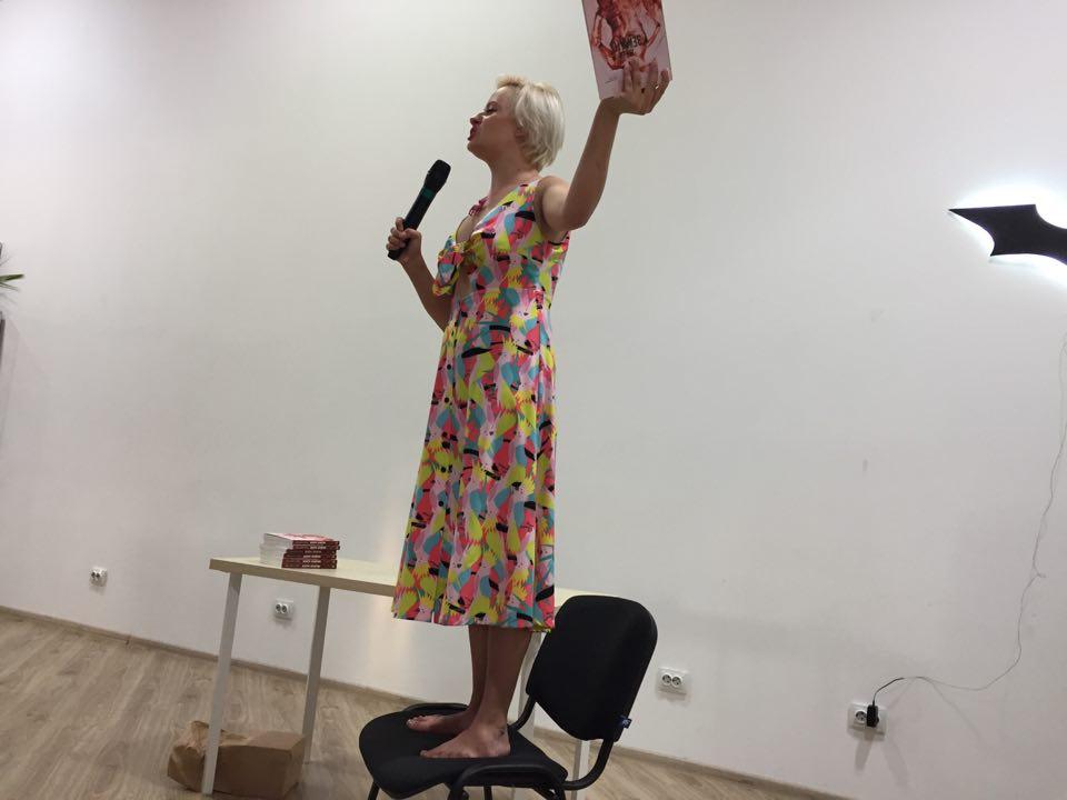Кропивничанка Олександра Гонтар про співпрацю з Майклом Щуром, свою книгу «Жери землю» та інше