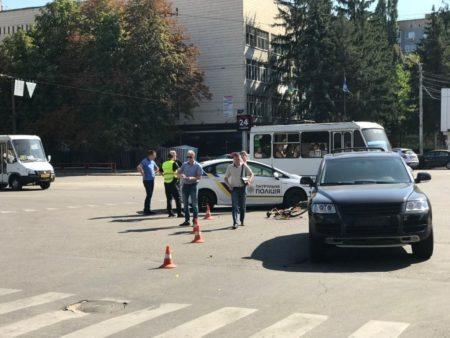У Кропивницькому сталася ДТП за участі велосипеда та джипа