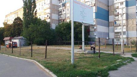 """Біля """"АТБ"""" по вулиці Попова обгородили територію: хто і що будує"""