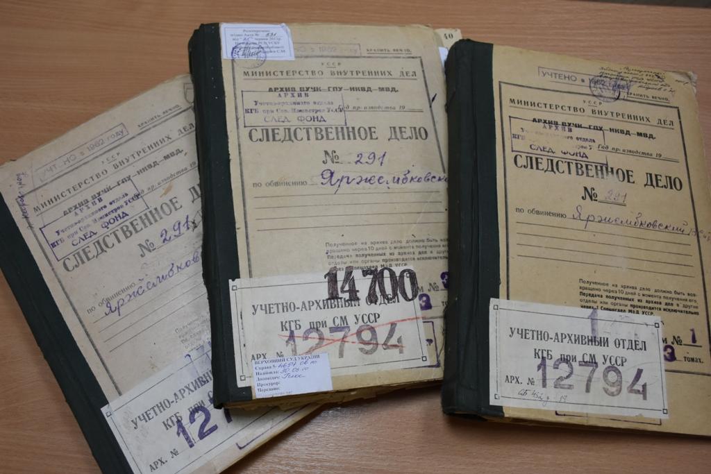 Управління СБУ подарувало кілька експонатів до кімнати-музею «Пам'яті репресованих радянською владою». ФОТО - 3 - Iстфактор - Без Купюр