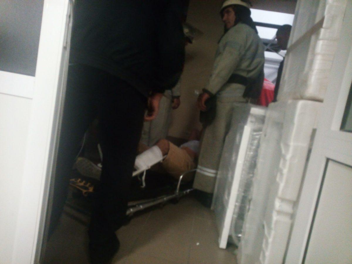Без Купюр Двох людей у Гайвороні госпіталізували через падіння вантажного ліфта. ФОТО Події  падіння магазин ліфт допомога депутат Гайворон
