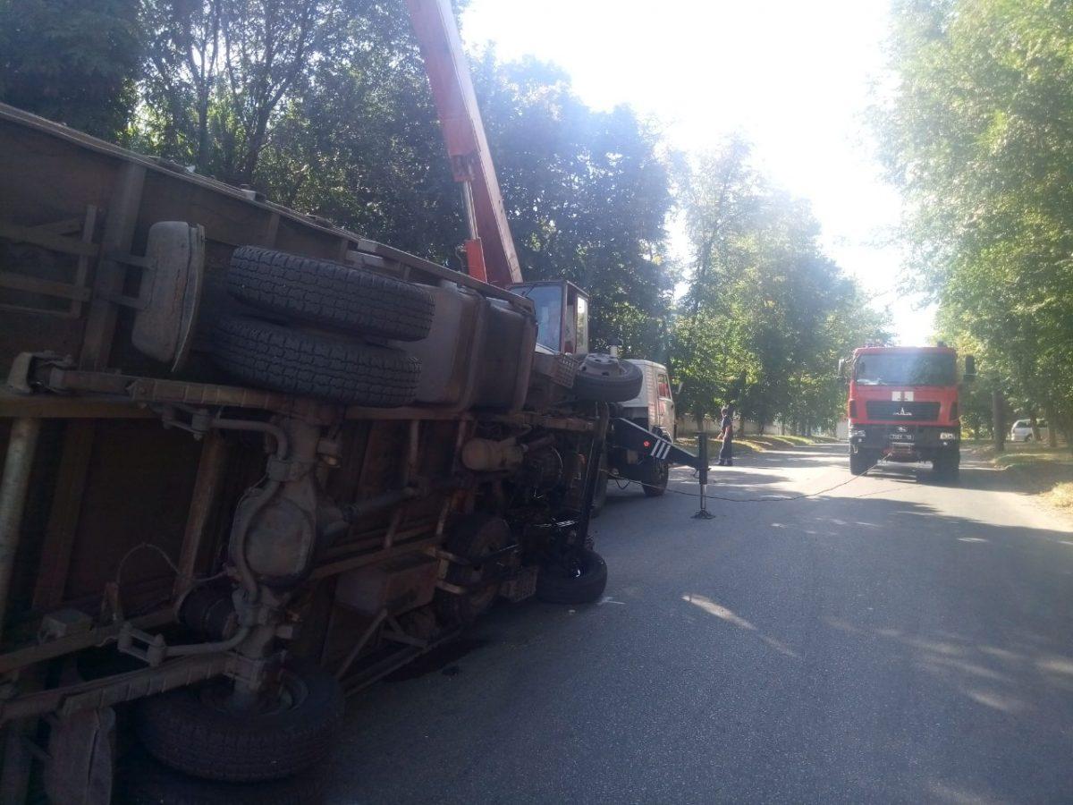 У Кропивницькому внаслідок ДТП перекинулася автівка. ФОТО - 1 - За кермом - Без Купюр