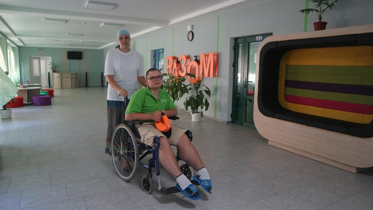 Школи не для всіх: як у Кропивницькому здобувають освіту діти з інвалідністю. ФОТО - 1 - Найважливiше - Без Купюр
