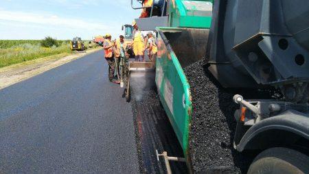 Дорогу Олександрівка-Кропивницький-Миколаїв ремонтують одночасно в 3 місцях. ФОТО