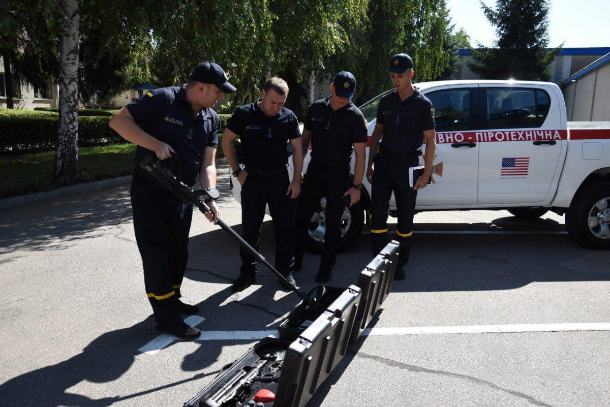 Рятувальники Кіровоградщини отримали новий спецавтомобіль - 3 - Життя - Без Купюр
