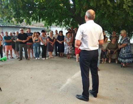 Жителі проти мийки і торгового закладу біля будинків по вулиці Кропивницького
