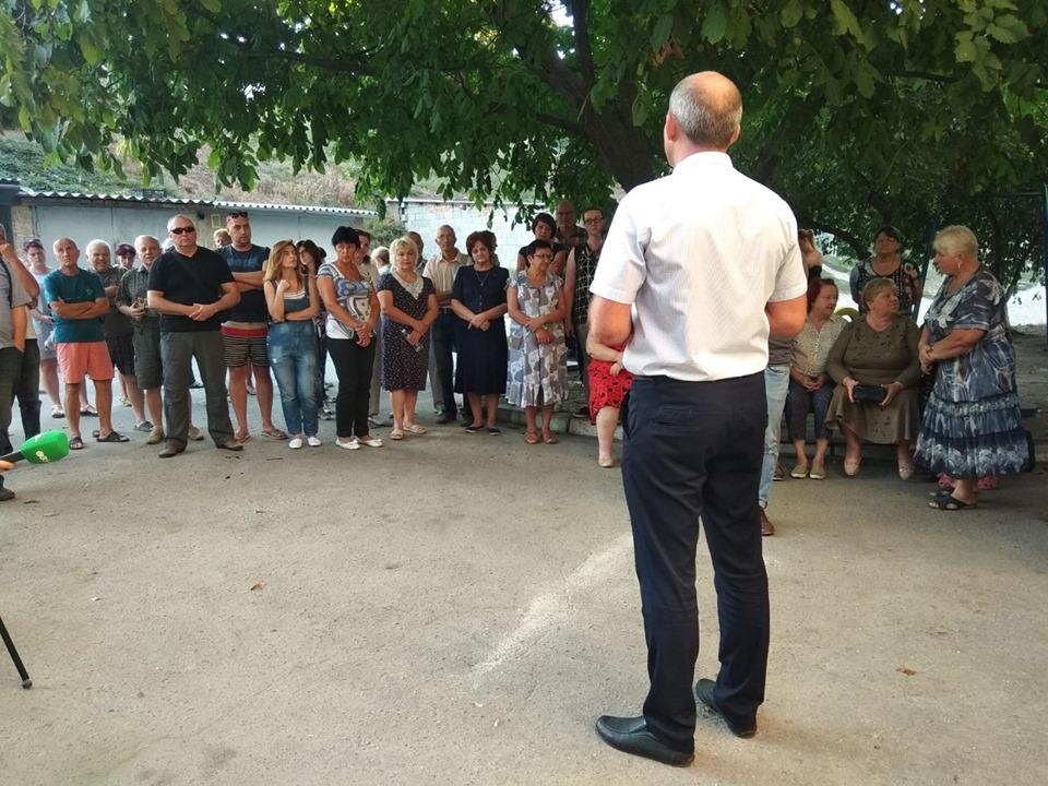 Жителі проти мийки і торгового закладу біля будинків по вулиці Кропивницького - 1 - Політика - Без Купюр