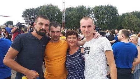 Військовополонені моряки Андрій Артеменко та Роман Мокряк повернулись в Україну