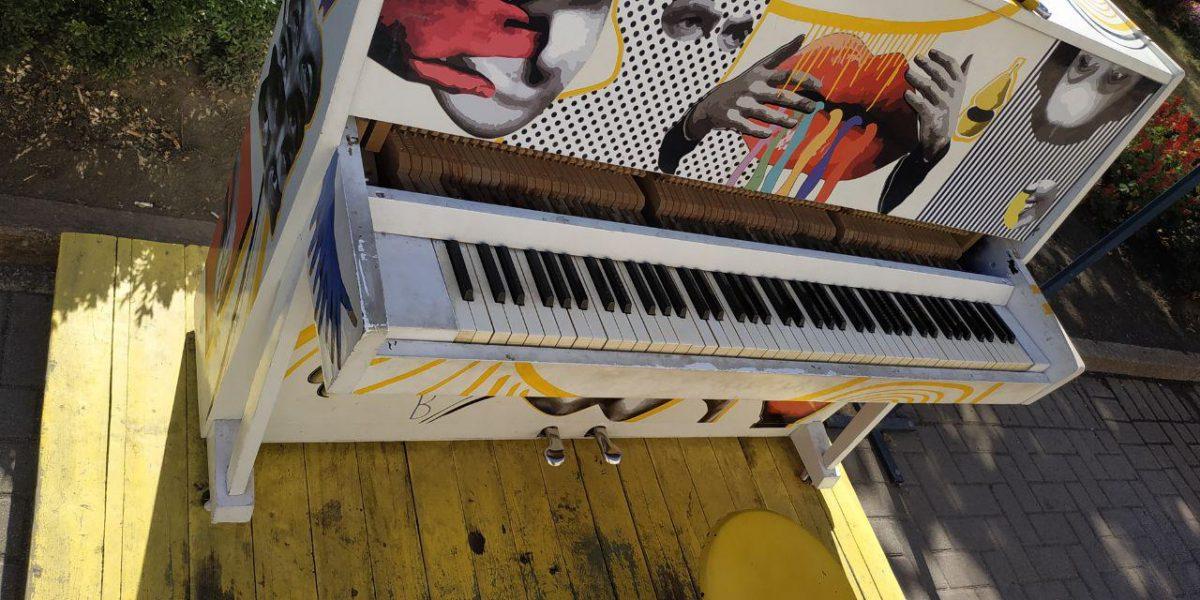 Вандали пошкодили вуличне піаніно перед облдержадміністрацією. ФОТО - 1 - Культура - Без Купюр