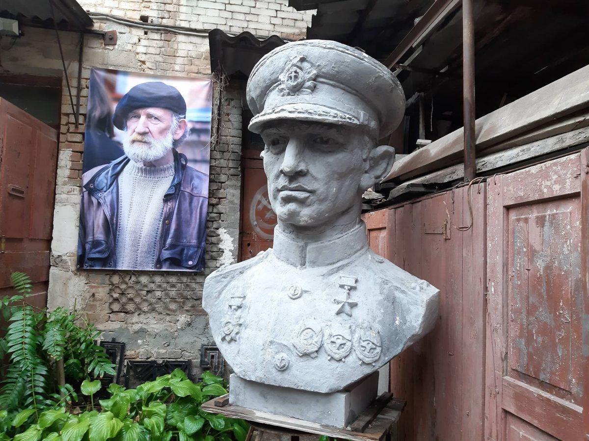 У Кропивницькому попрощались зі скульптором Віктором Френчком. ФОТО - 8 - Життя - Без Купюр