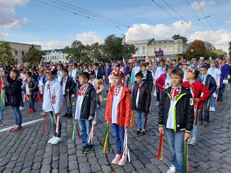 Танцювальні колективи привітали кропивничан з Днем міста парадом. ФОТО - 4 - Життя - Без Купюр