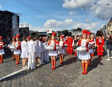 Танцювальні колективи привітали кропивничан з Днем міста парадом. ФОТО