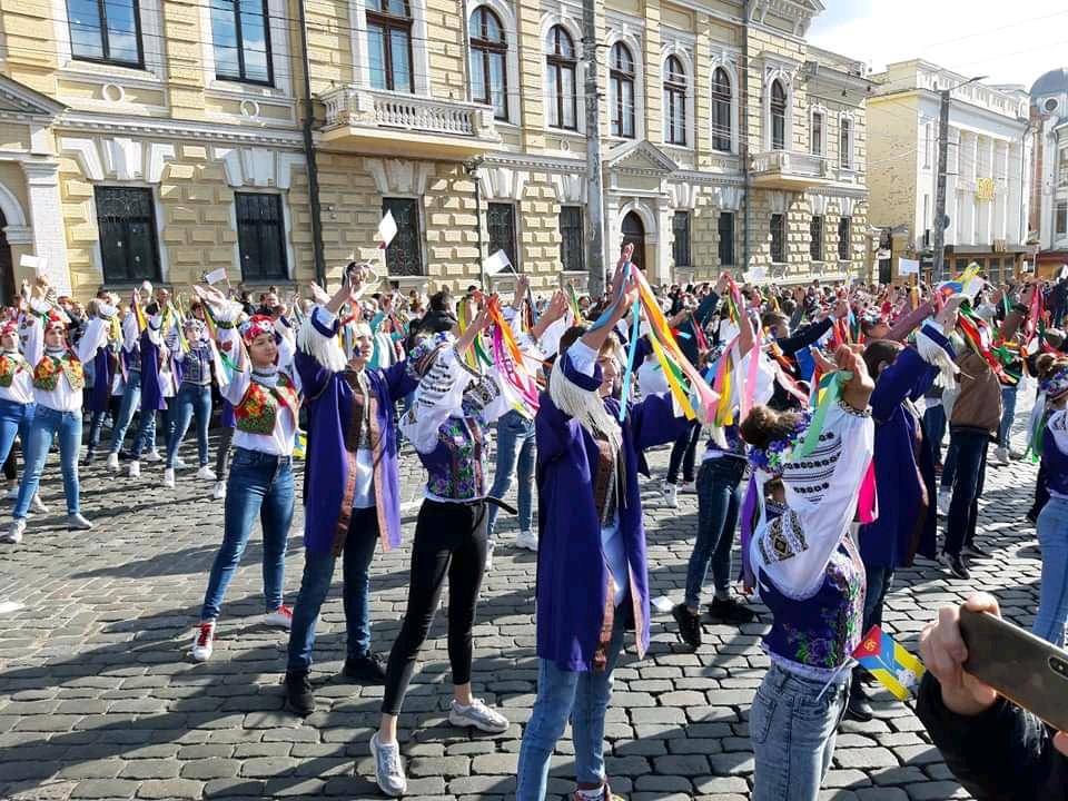 Танцювальні колективи привітали кропивничан з Днем міста парадом. ФОТО - 7 - Життя - Без Купюр
