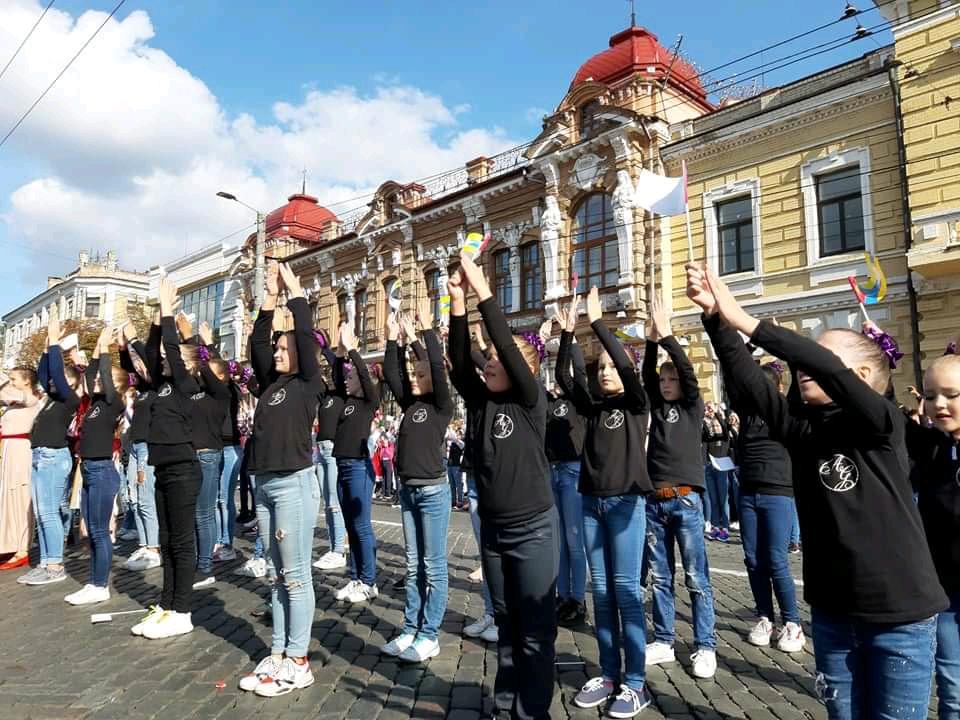 Без Купюр Танцювальні колективи привітали кропивничан з Днем міста парадом. ФОТО Життя  парад Кропивницький