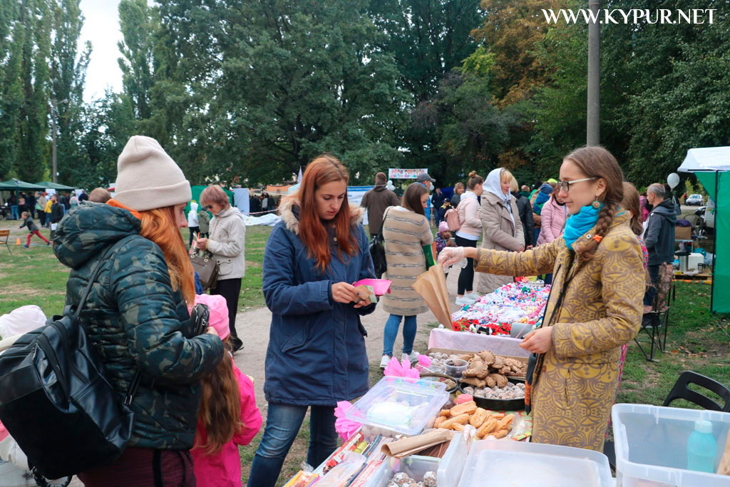 У Кропивницькому триває 5-й фестиваль вуличної їжі. ФОТОРЕПОРТАЖ - 3 - Життя - Без Купюр