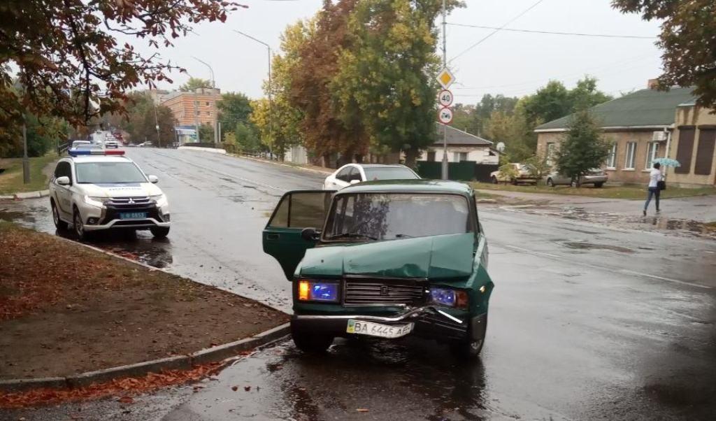 Без Купюр В Олександрії водій зчинив ДТП й пішов з місця пригоди За кермом  Олександрія ДТП ВАЗ