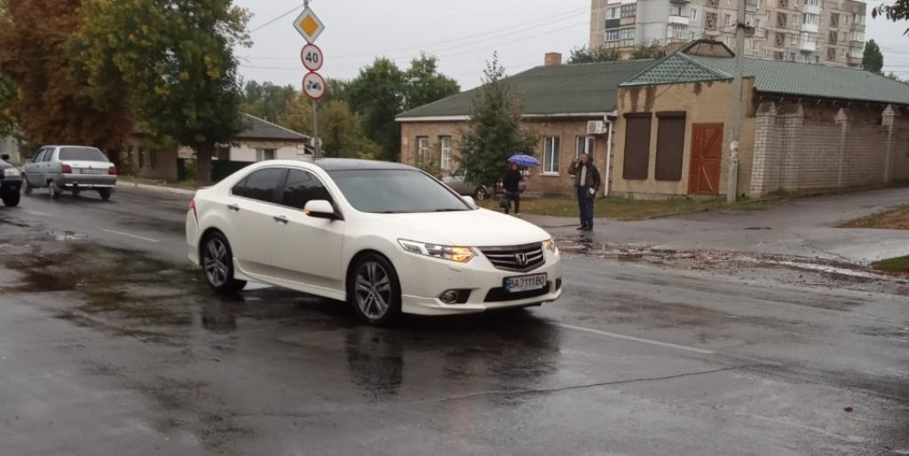 В Олександрії водій зчинив ДТП й пішов з місця пригоди - 2 - За кермом - Без Купюр