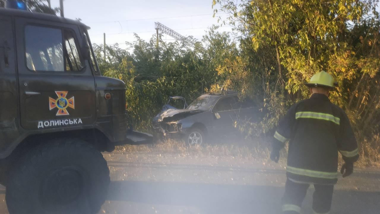 """На Кіровоградщині автівка """"Ford scorpio"""" влетіла у дерево - 1 - За кермом - Без Купюр"""