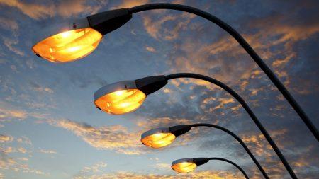 У Кропивницькому прокладають кабель для освітлення транспортних арок та встановлення опор по вулиці Чикаленка