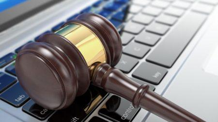 Податківця з Кропивницького підозрюють у збуті інформації з обмеженим доступом
