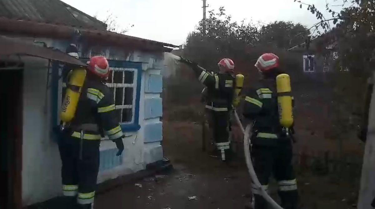 Без Купюр У Новоукраїнці госпіталізували 74-річну жінку, яка постраждала через вибух газоповітряної суміші. ФОТО Життя  пожежа житло газ вибух