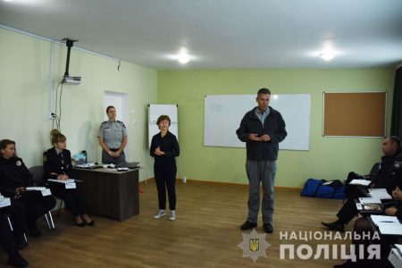 На Кіровоградщині канадці вчать поліцейських, як протидіяти домашньому насильству. ФОТО