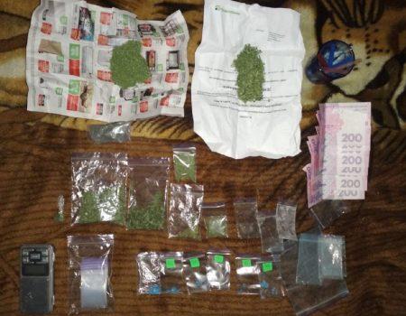 У 30-річної мешканки Кіровоградщини знайшли наркотики