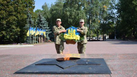 День захисників України в Кропивницькому: демонстративні локації силовиків, частування кулішем, виступ рок-гурту