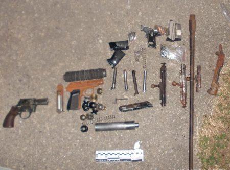 У Кропивницькому в гаражному кооперативі вилучили арсенал вибухівки і зброї. ФОТО