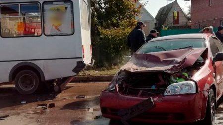 У Кропивницькому водій з ознаками алкогольного сп'яніння спричинив ДТП із маршруткою. ФОТО