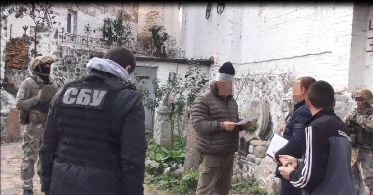 Без Купюр Поліція встановила, хто осквернив меморіал жертвам Голокосту на Кіровоградщині Кримінал  поховання злочин Голокост Голованівськ