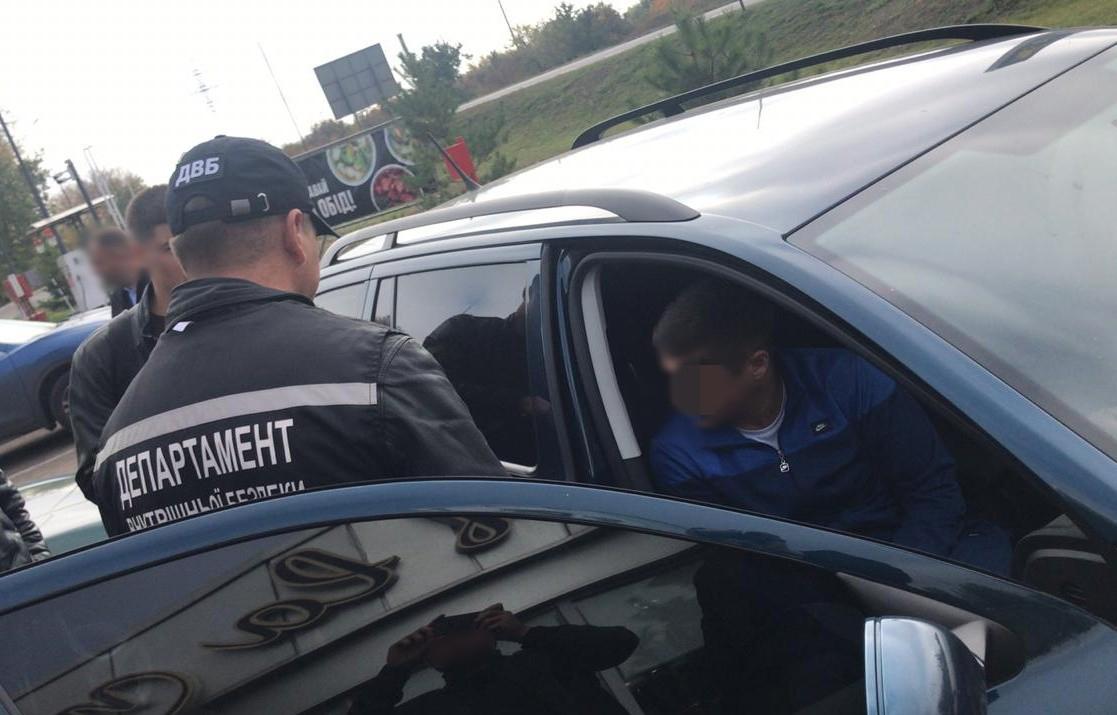 Без Купюр Олександрієць хотів втягнути полковника поліції в наркобізнес. ФОТО Кримінал  підкуп наркотики кримінальне провадження вартість