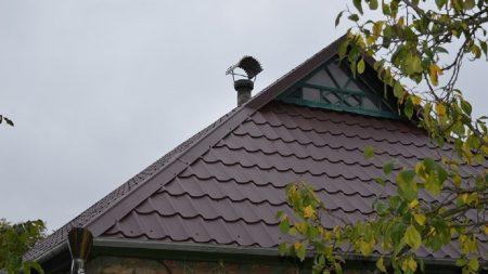 Батькам Миколи Метлінського, який торік помер від поранень, відремонтували дах будинку. ФОТО
