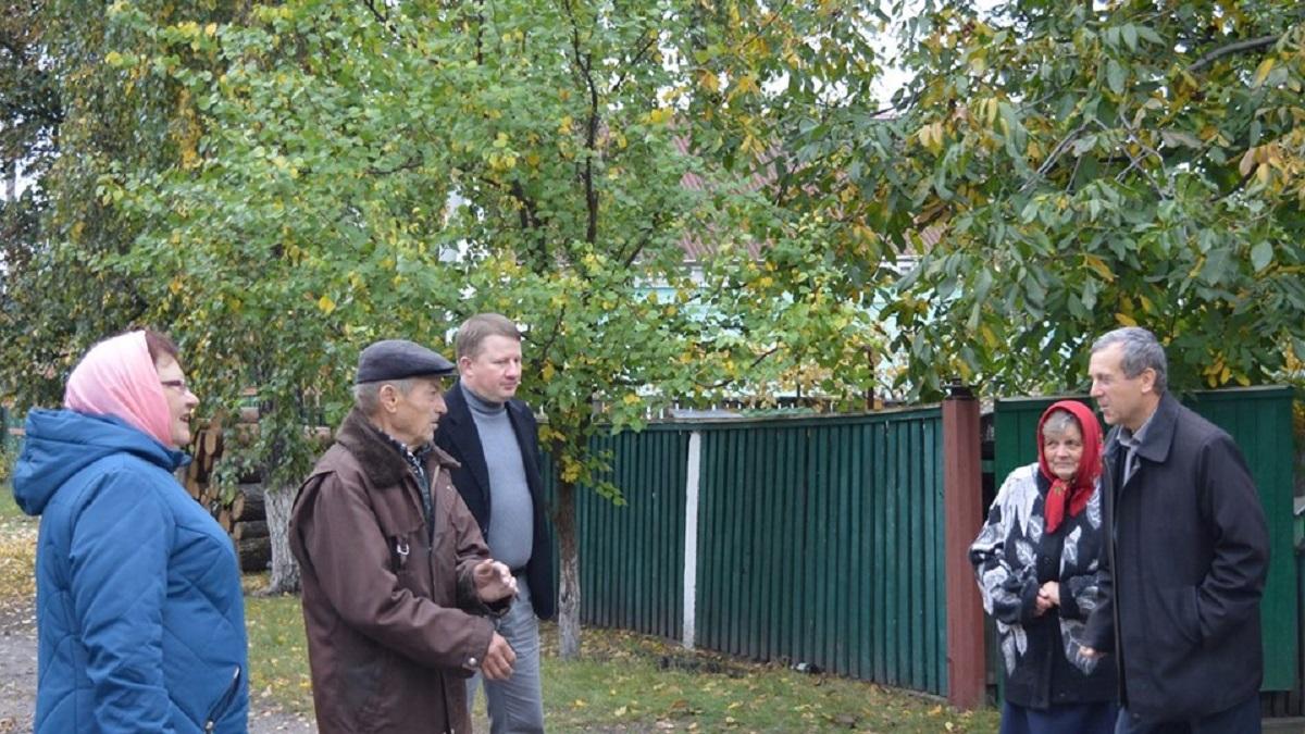 Батькам Миколи Метлінського, який торік помер від поранень, відремонтували дах будинку. ФОТО - 2 - Війна - Без Купюр