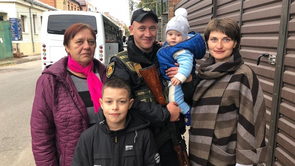 Кіровоградщина: поліцейські відбули на ротацію до зони проведення ООС - 2 - Війна - Без Купюр