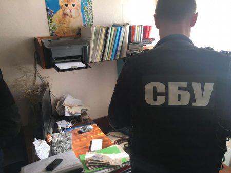 Депутата міської ради на Кіровоградщині затримали на хабарі