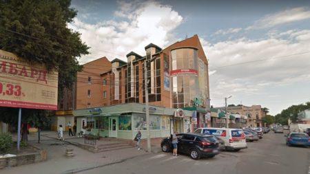 У Кропивницькому з третього разу погодили продаж землі під ларьок біля Центрального скверу